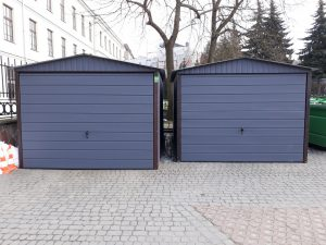 dwa garaże blaszane obok siebie