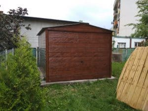mały garaż blaszany drewnopodobny