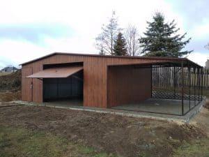 garaż blaszany z dużą wiatą